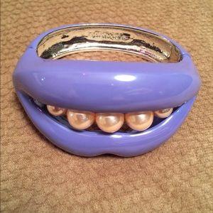Modern Purple Lip and Pearl Bracelet NWOT