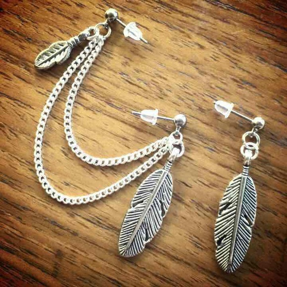undefined Jewelry - Feather double piercing earring leaf