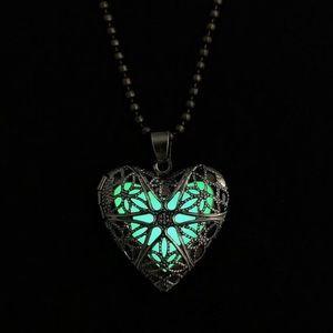Jewelry - Glow in the dark necklace