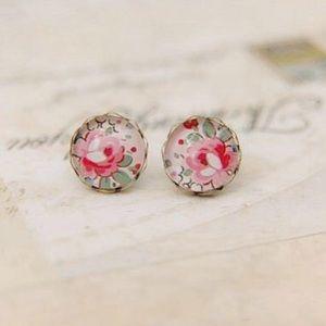 Jewelry - Vintage floral printed stud earrings