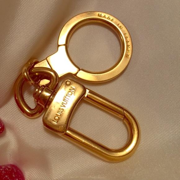 e44bcc6525f2 Louis Vuitton Accessories - Louis Vuitton Bolt Key Holder