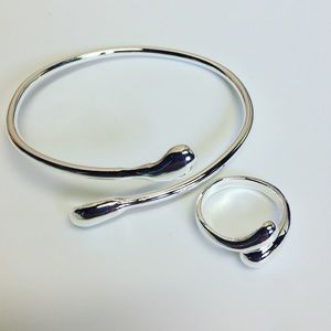 Jewelry - 👍Host Pick👍Tear drop silver bracelet