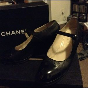Chanel heels with patent leather cap toe, late 90s