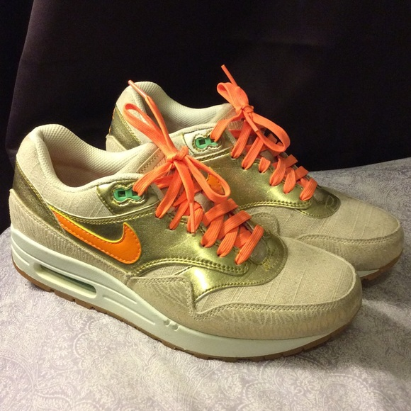 premium selection 8421e 273d5 Gold orange Nike air max 1 women 8.5. M 5684304a6ba9e6321a037ec1