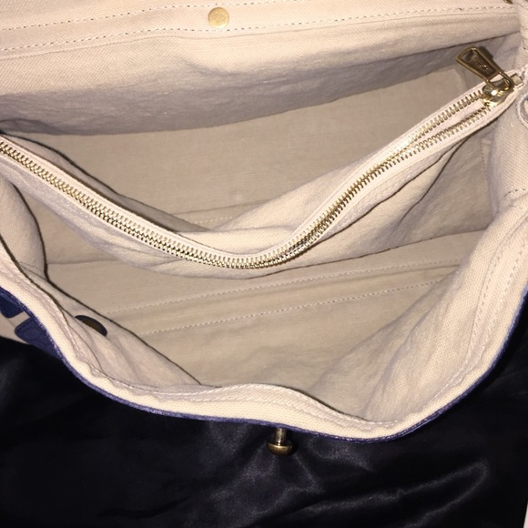77% off Yves Saint Laurent Handbags - YSL Muse 2 bag ??FLASH ...