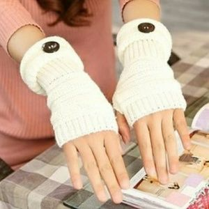 Accessories - Fingerless wool arm/hand warmers.