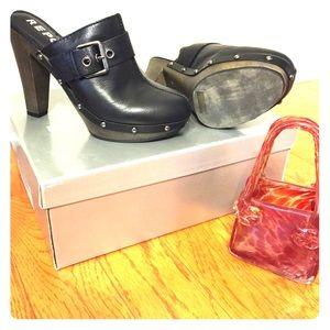 Black Leather Clog Mule - Report Footwear
