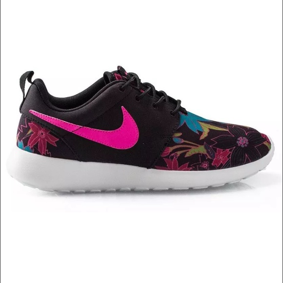 af25bb5ddbd37 Nike Women Roshe Run Aloha Floral Flowers Black