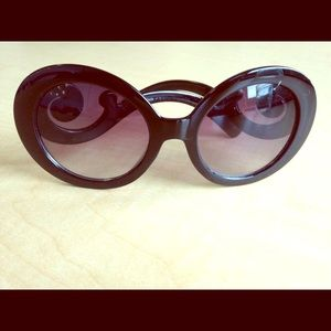 Shopakira Accessories - Scroll motif baroque black oversized sunglasses