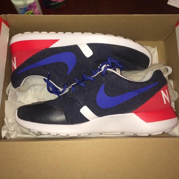 e9aadd75a457 Nike Shoes - Nike RosheRun