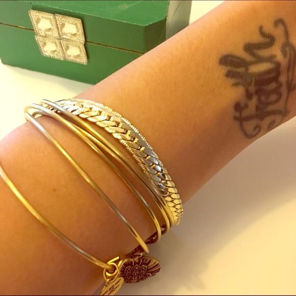 CindyLBB Jewelry - 💝Gold Chain Bracelet 💝