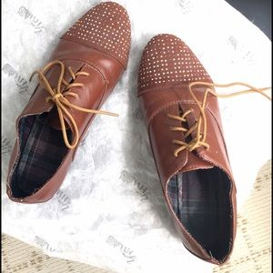Like NEW brown studded toe oxfords