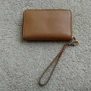 e94d98a25791 Tory Burch Bags - 🎉HP🎉 Tory Burch Plaque Smartphone Wristlet