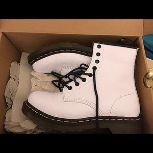 Doc Martens 8 Eyelet 1460 Boot