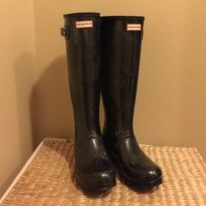 HUNTER Black Boots Size 8