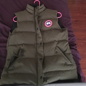 Beautiful red Canada Goose' Vest worn once or twice