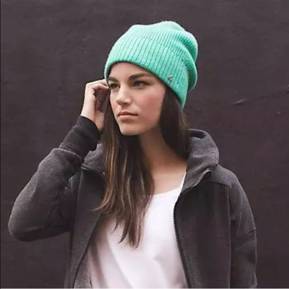 lululemon athletica Accessories - Lululemon Sherpa-lined toque hat a0786843775