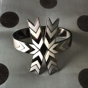 Sunahara Jewelry Jewelry - ✔️LAST ONE!! Tribal hinge cuff in gunmetal