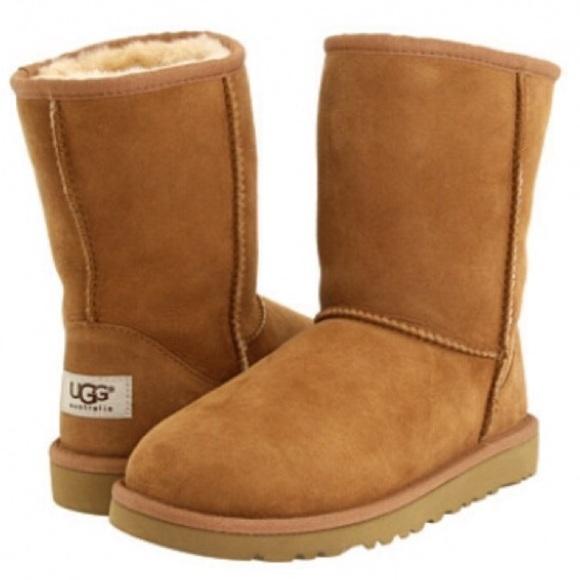 f625cc38179 Women's Classic Short Chestnut UGG Boots