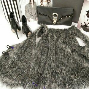 Jackets & Blazers - 🎉Host Pick🎉Faux Fur Vest