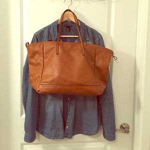 Beautiful Zara tan tote bag w/ wristlet