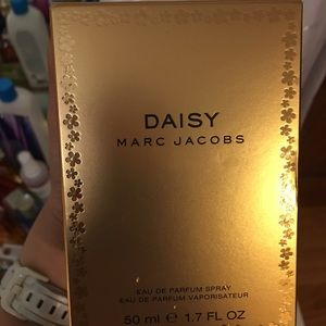 Daisy by Marc Jacobs perfume!