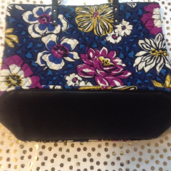 Vera Bradley Bags - NWT African Violet Day Tote