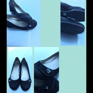 Me Too  WOMENS BLK SUEDE WEDGE size 8M