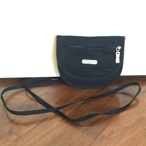 Baggallini Handbags - Baggallini small travel crossbody purse dded2143a5619