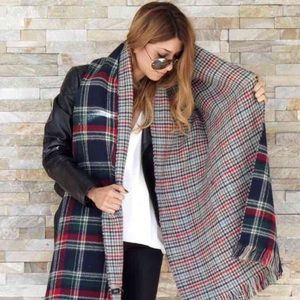 Accessories - LAST ONE •Double side plaid houndstooth scarf navy