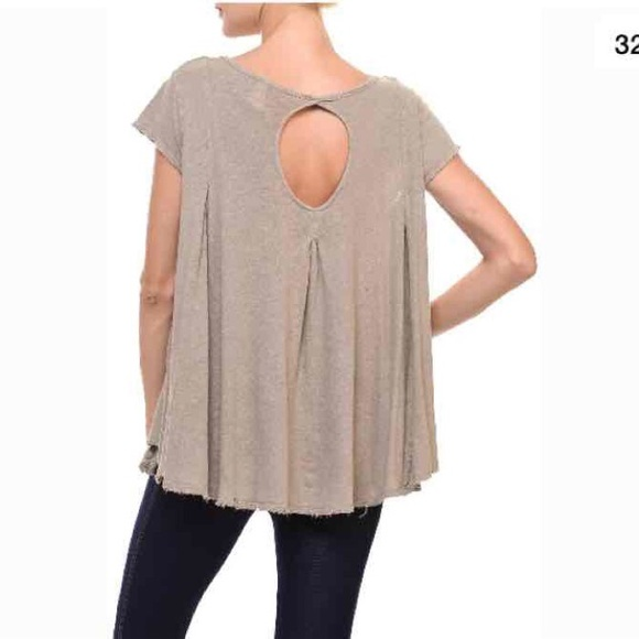 6d0624a424 We The Free keyhole back taupe short sleeve top