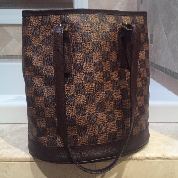 461c1e5095ff Louis Vuitton Handbags - Louis Vuitton Marais Bucket Bag