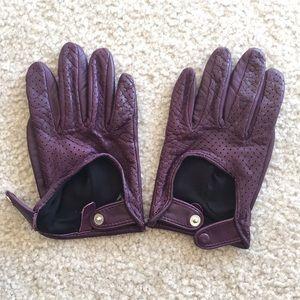 Club Monaco Accessories - Club Monaco purple leather gloves