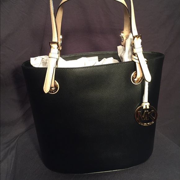 7f2be2951829a3 Michael Kors Bags | Nwt Jet Set Medium Black Tote | Poshmark
