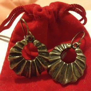 Jewelry - Vintage Look scalloped hoop earrings