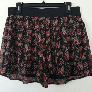 Express floral chiffon shorts. Size M. NWT