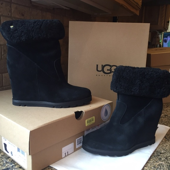 ed14dda7d5c NEW authentic UGG wedge Kyra Boots 8