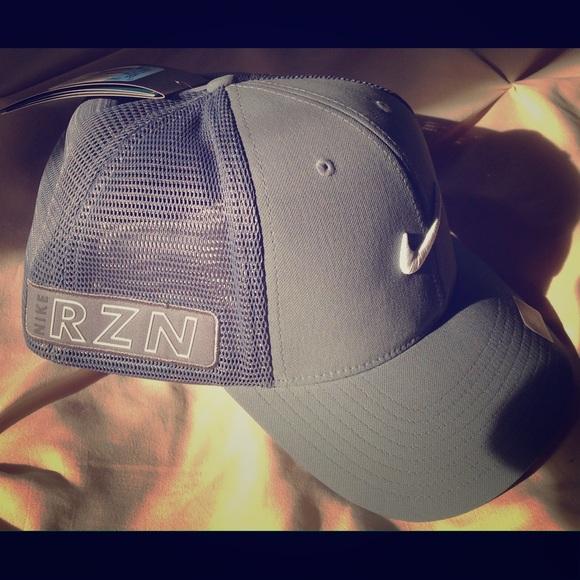 Nike Golf RZN Vapor BNWT never worn baseball hat. 6d89c99ce6c