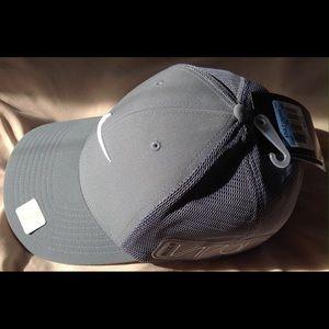 Nike Accessories - Nike Golf RZN Vapor BNWT never worn baseball hat. cb5a6c339d9
