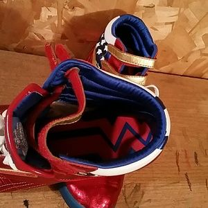 Reebok Shoes - LIKE NEW Wonder Woman Collector s Reeboks bcfbb435a