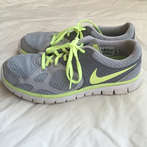 daea23eedc74 Grey and Neon Yellow Nike Tennis Shoes. M 5689a37c47da81eba5087ff6