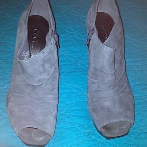 BCBGENERATION GRAY SUEDE PEEP TOE HEELS SIZE 7B