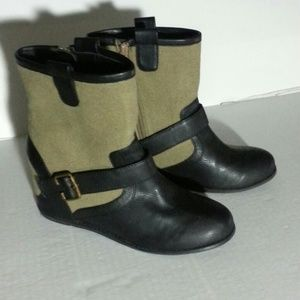 The Original Hidden Wedge 80%20 booties size 7.5
