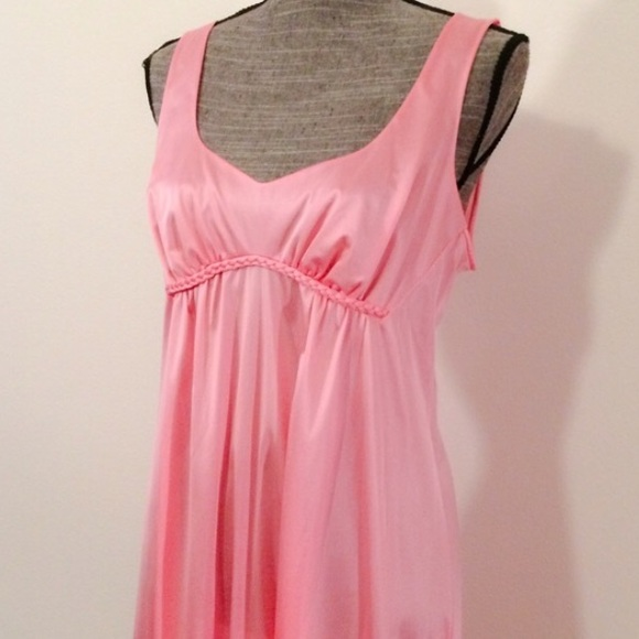 Vintage Vanity Fair Nightgown 9