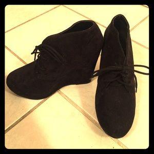 Blacked wedged heel booties! 😍