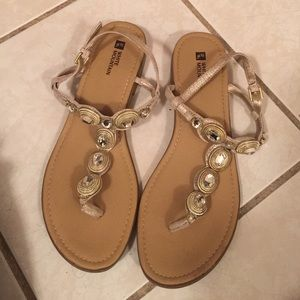 Classy sandals! ☺️❤️