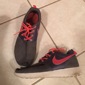 Pink/Gray suede Nike roshes!