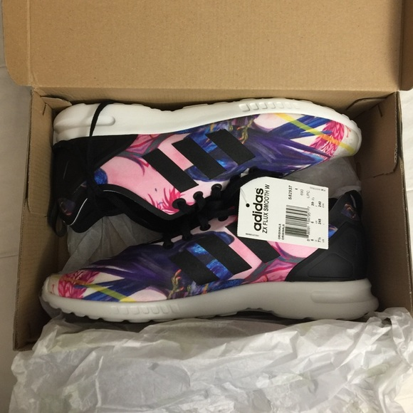 adidas ZX Flux Smooth W Wite, Black S82936 foot District