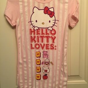 Sanrio Tops - 🆕Hello Kitty Loves Valentine Tee ❤️💗❤️💗❤️