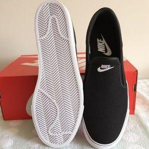Nike Shoes -  <div id=